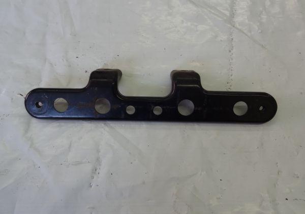 Trittbretthalterung vorne links Suzuki AN650 Burgman 2002-03 K2 K3 WVBU